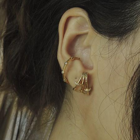 BRINCO EAR HOOK COM ZIRCÔNIA NO OURO BM598-O